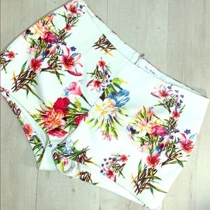 Hip Hugger Cream Lined Shorts w/Various Flowers